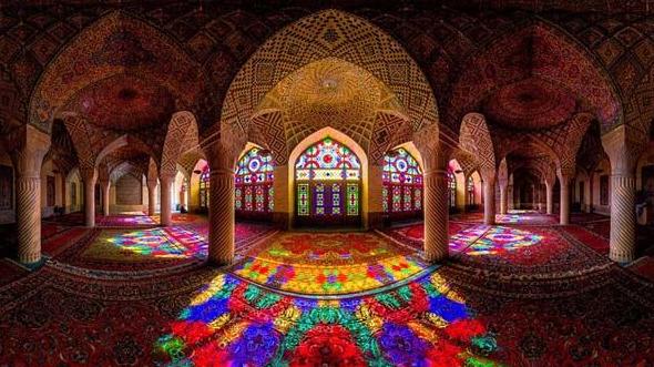 Verzaubernd lichtspiel in der nasir al mulk moschee for Lampen kontor