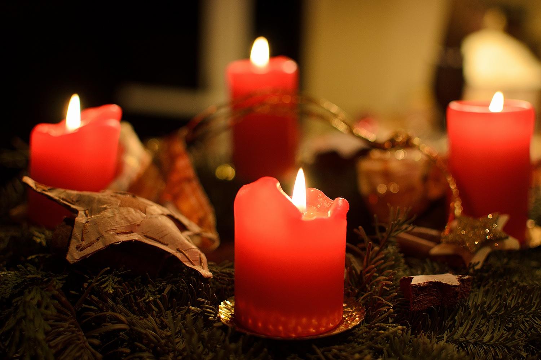 pfiffige einfache deko mit kerzen zu weihnachten. Black Bedroom Furniture Sets. Home Design Ideas