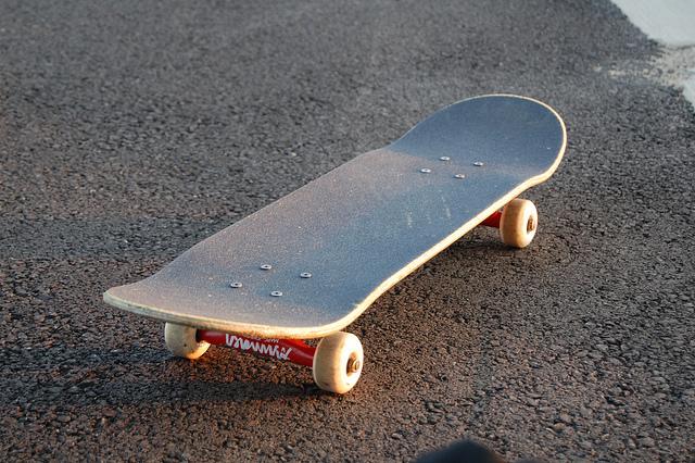 Ein ganz normales Skateboard auf der Straße kann ganz schnell ein tolles Designstück werden.