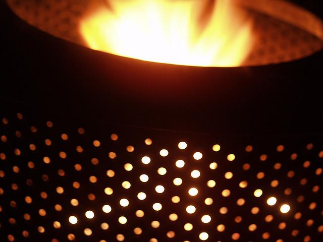 Eine Leuchte oder auch ein Feuer in einer Waschmaschinentrommel zaubert wunderschöne Lichteffekte.