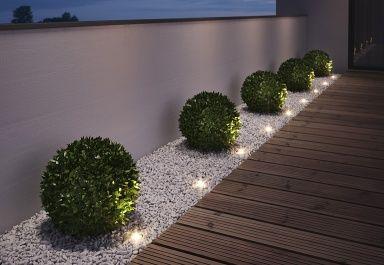 Top STRAHLEND: Mit Bodeneinbaustrahlern leuchtet der Garten JK09