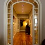 Die Flurbeleuchtung langer Korridore kann durch Bewegungsmelder gesteuert werden.