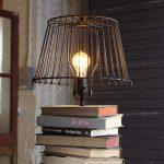 Leselampe Bücherstapel