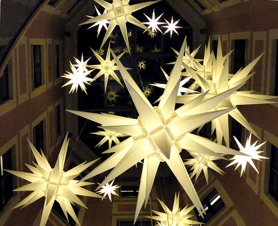 lichtertraditionen von adventsstern bis weihnachtsbaum. Black Bedroom Furniture Sets. Home Design Ideas